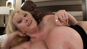 Busty mature milf mom likes to fuck