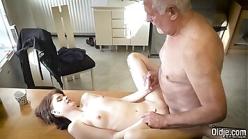 Heedient young porn xxx having sex with his sexy girlfriend