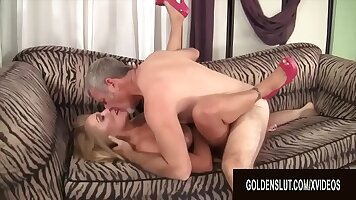 Blonde mature slut gets analized and drilled in the garden